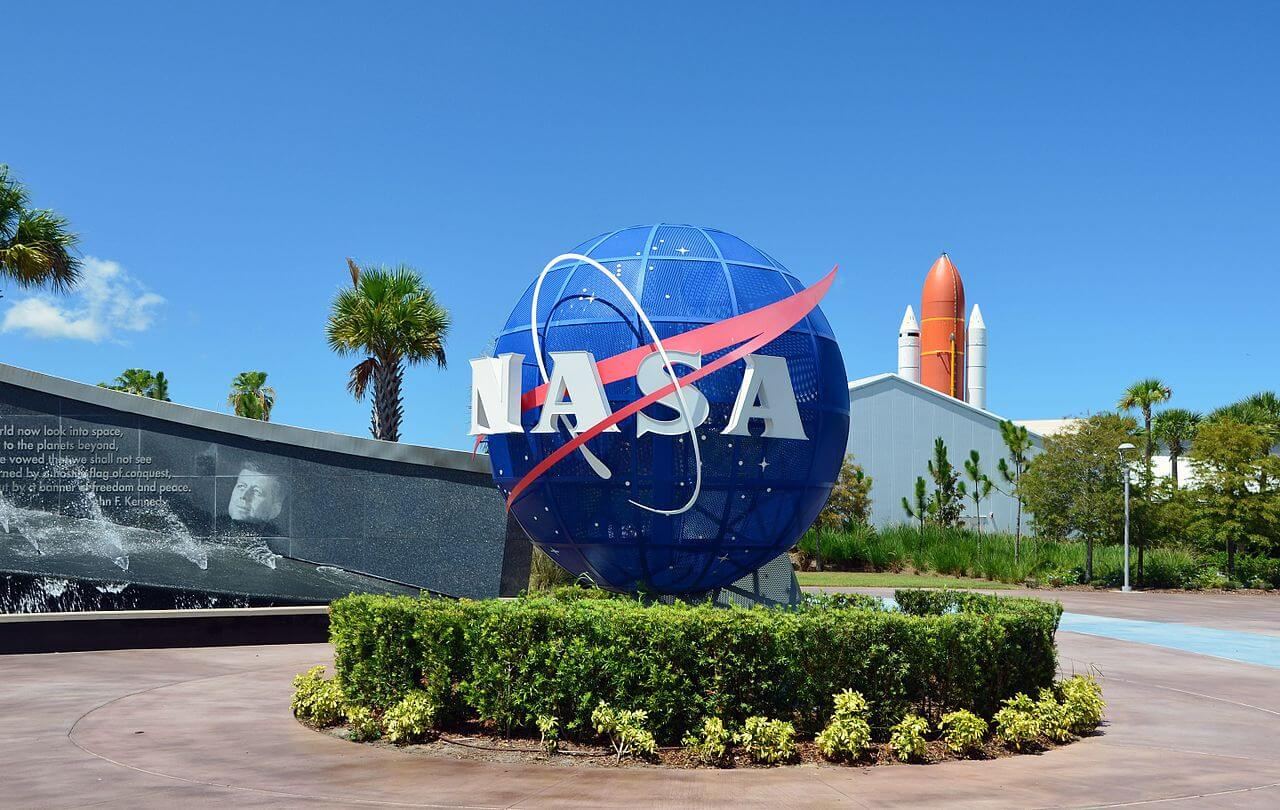 Kennedy Space Centre - theme park wayfinding